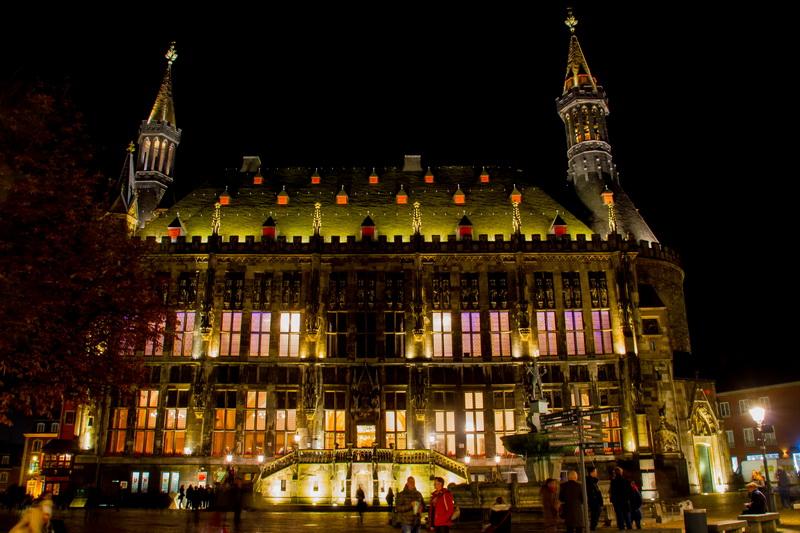 Aachen-Dom-im-Licht-2015-01