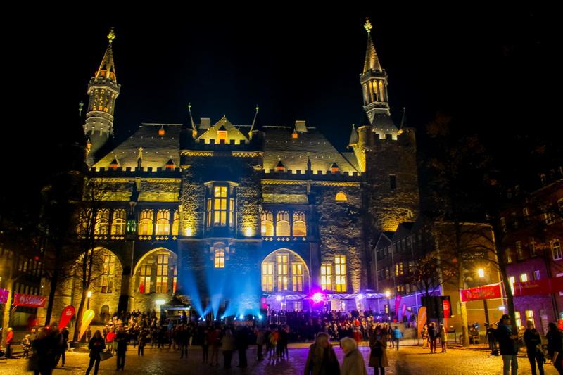 Aachen-Dom-im-Licht-2015-02