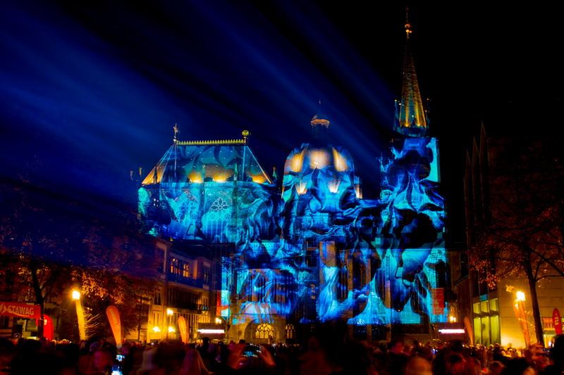 Aachen-Dom-im-Licht-2015-04
