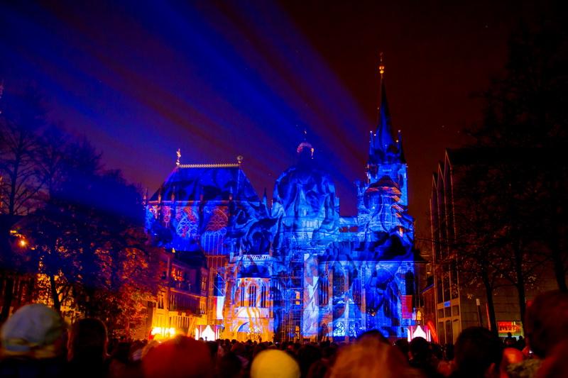 Aachen-Dom-im-Licht-2015-06