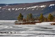 Eis auf dem Grövelsjön in Schweden